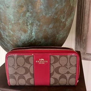 Coach Large Zip Wallet Signature Canvas